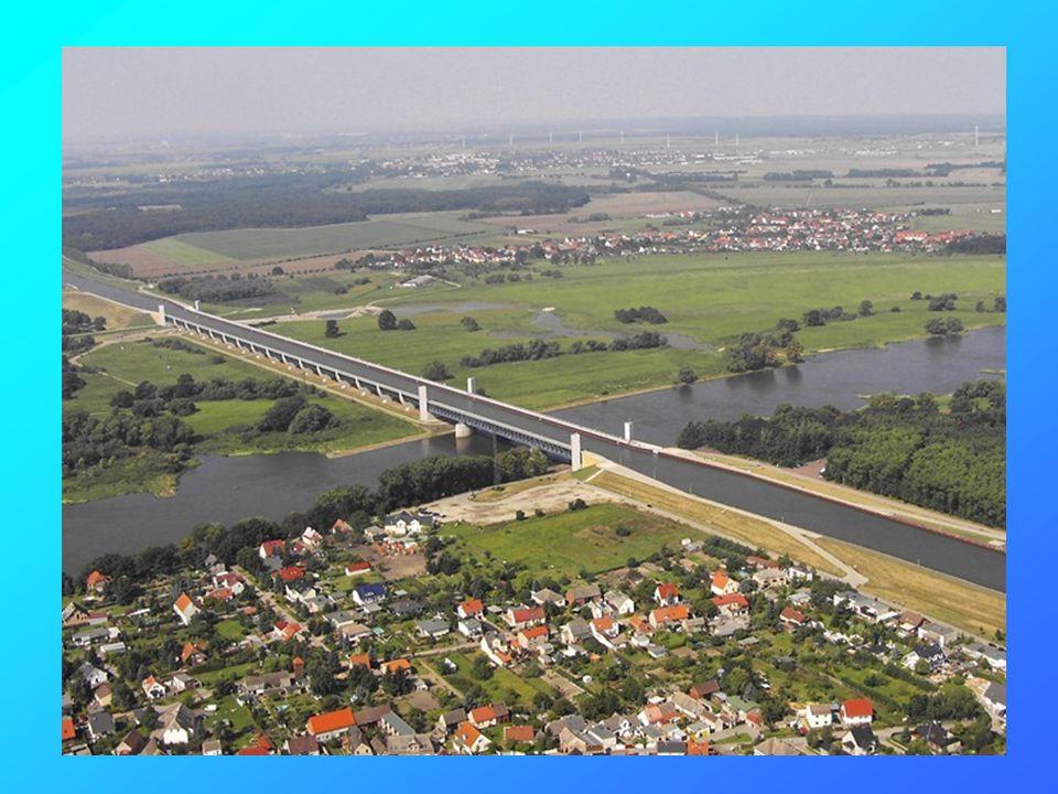 Le pont/rivière de Magdebourg est un aqueduc navigable d Allemagne qui relie le canal Havel de l Elbe au canal Mittelland et permet aux bateaux de traverser l Elbe.