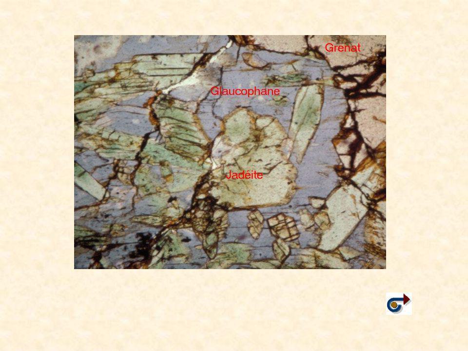 Transformations de la lithosphère océanique dans les zones de subduction Transformations de la lithosphère océanique à proximité des dorsales Roches magmatiques de la lithosphère océanique Roches métamorphiques de la lithosphère océanique H20H20 Roches métamorphiques de la lithosphère océanique en subduction Eclogites  Schistes bleu  Schistes verts H20H20H20H20 Roches magmatiques Fusion partielle du manteau ……..