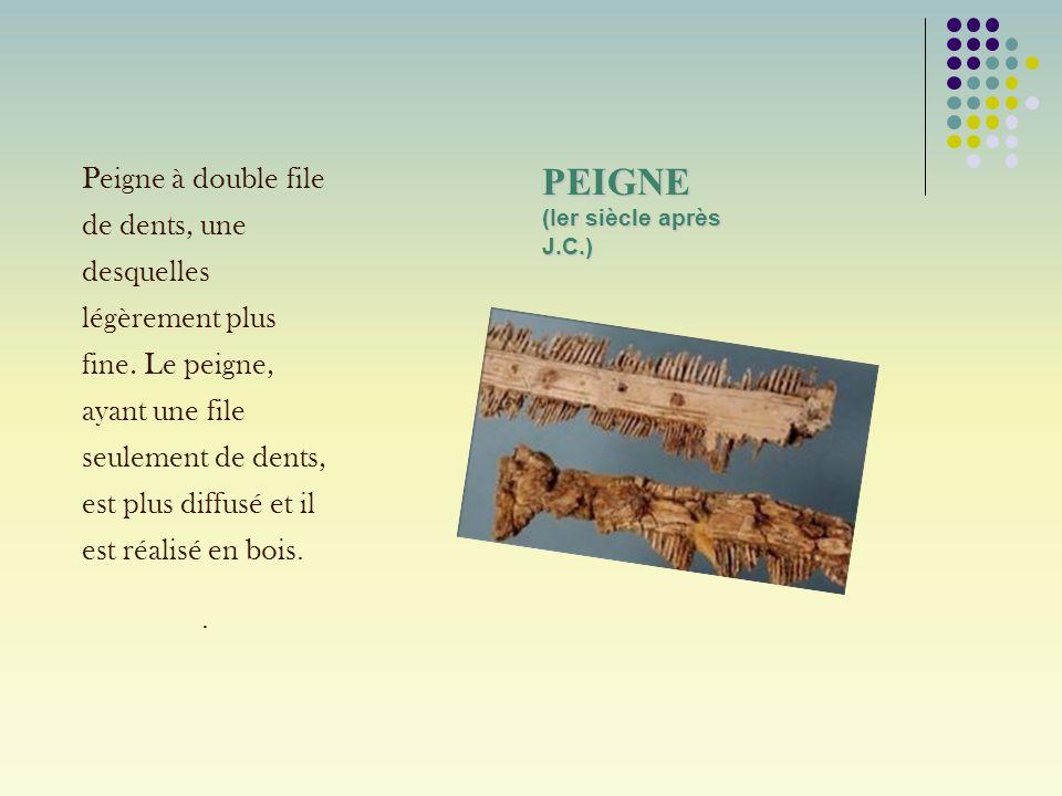 PEIGNE (Ier siècle après J.C.) Peigne à double file de dents, une desquelles légèrement plus fine. Le peigne, ayant une file seulement de dents, est p