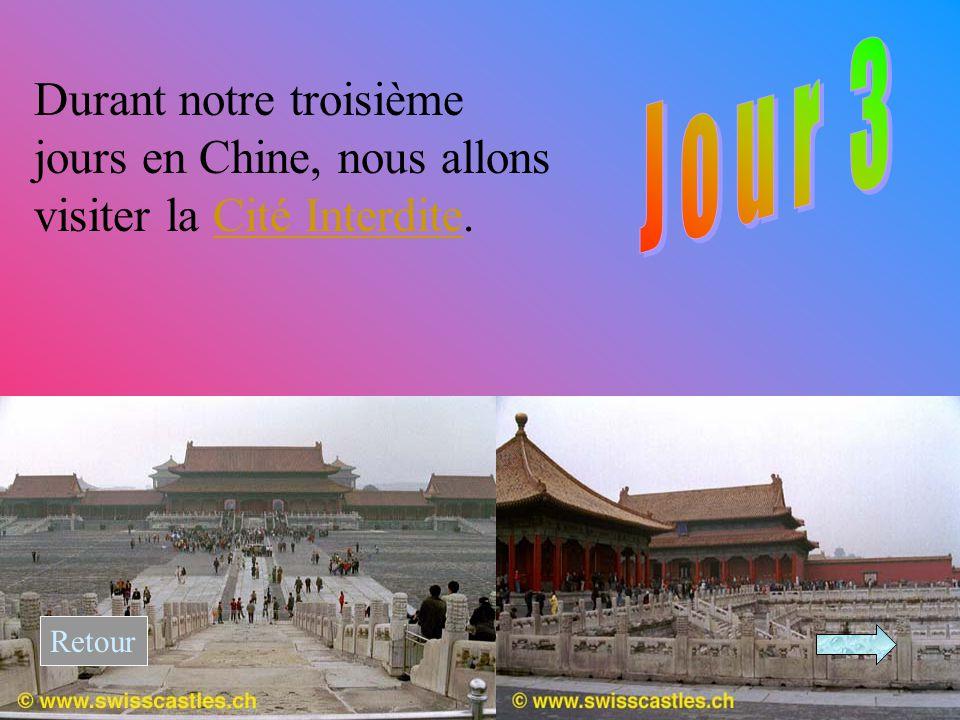 Durant notre troisième jours en Chine, nous allons visiter la Cité Interdite.Cité Interdite Retour