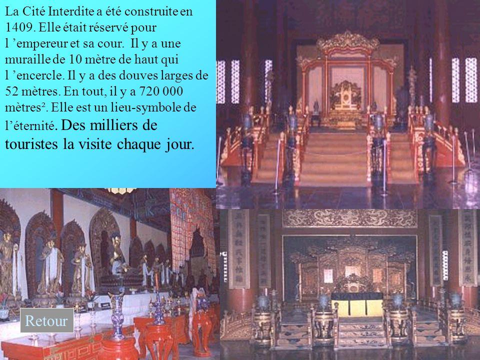 La Cité Interdite a été construite en 1409.Elle était réservé pour l 'empereur et sa cour.