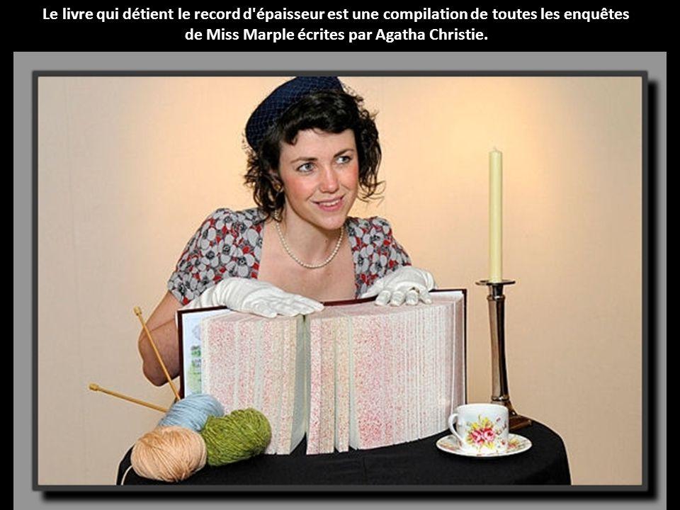 Le livre qui détient le record d épaisseur est une compilation de toutes les enquêtes de Miss Marple écrites par Agatha Christie.