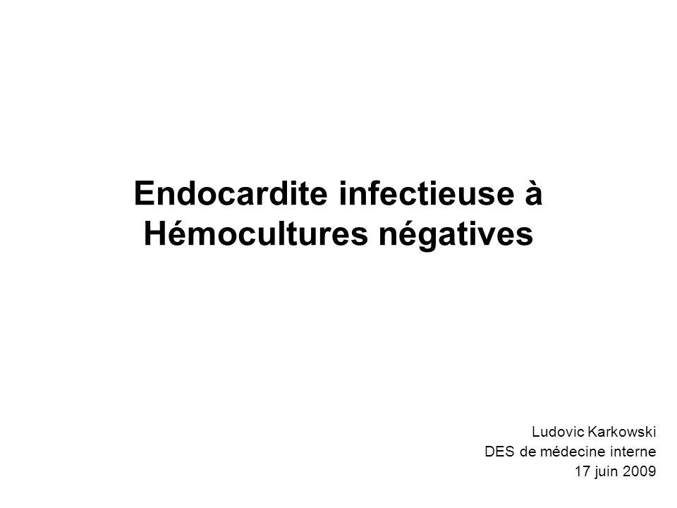 Endocardites fongiques Rare mais mortalité > 50 % Genres : –Candida 53 % –Aspergillus 24 % –Histoplasma 6 % FDR : valvulopathie présente, immunodépression, toxicomanie, antibiothérapie prolongée, procédures invasives Diagnostic : –hémocultures (isolator) –examen des valves, sérologies –place de la PCR (ARN 18S, 28S, et 5,8 S) .