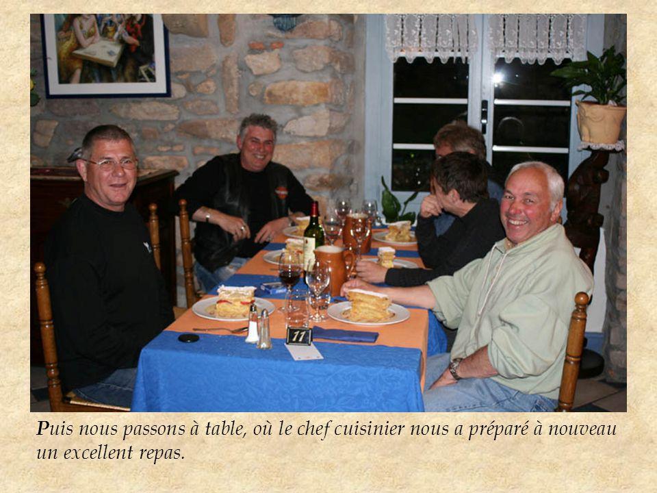 P uis nous passons à table, où le chef cuisinier nous a préparé à nouveau un excellent repas.