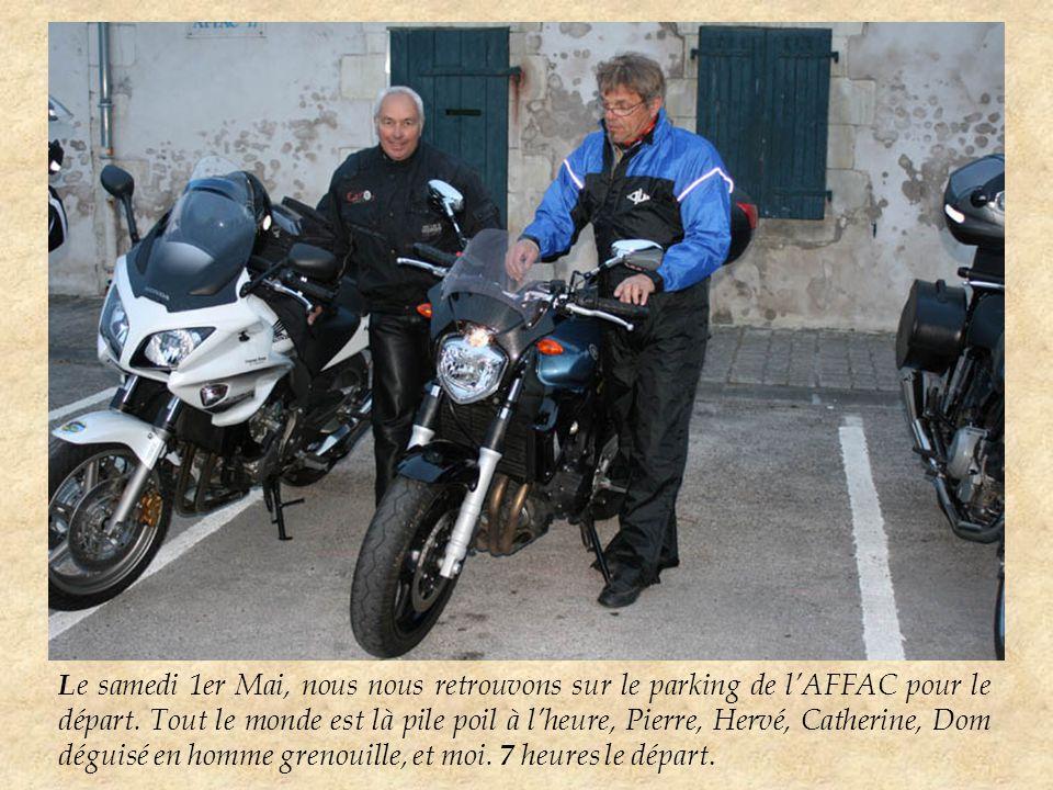 N ous mettons la moto sur la plate forme du camion, et Pierre goûte à la joie de la Bm.