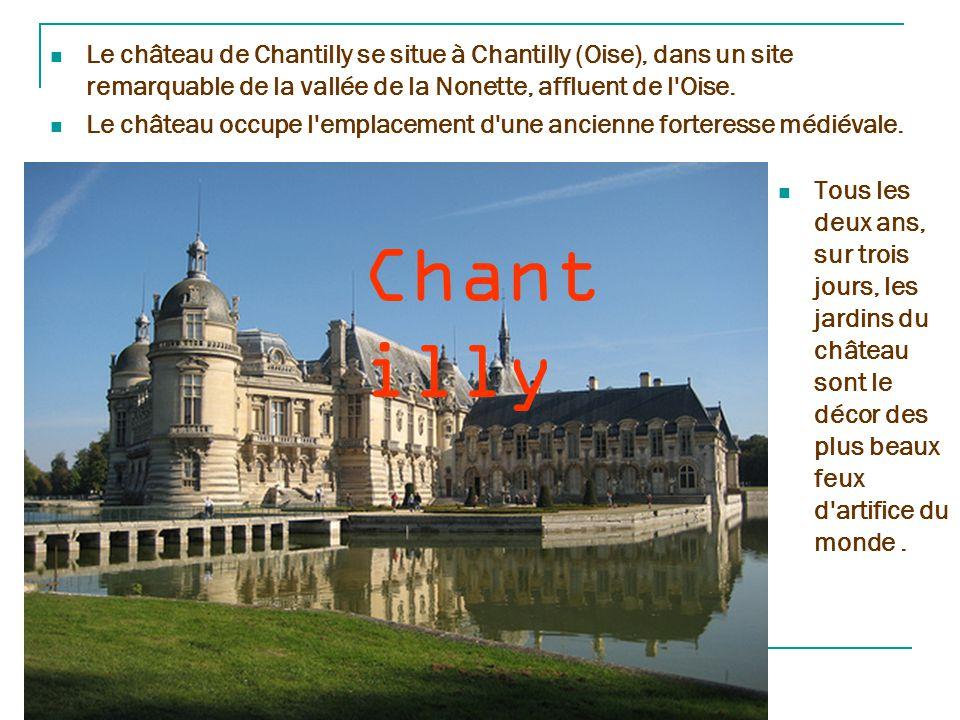Chambor d Le château, le plus vaste des châteaux de la Loire, est construit au cœur du plus grand parc forestier clos d'Europe.