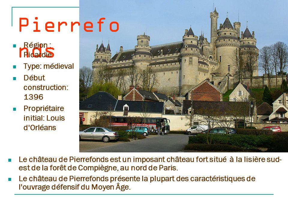 Montsore au Le château de Montsoreau de style féodal et renaissance est situé le long de la Loire.