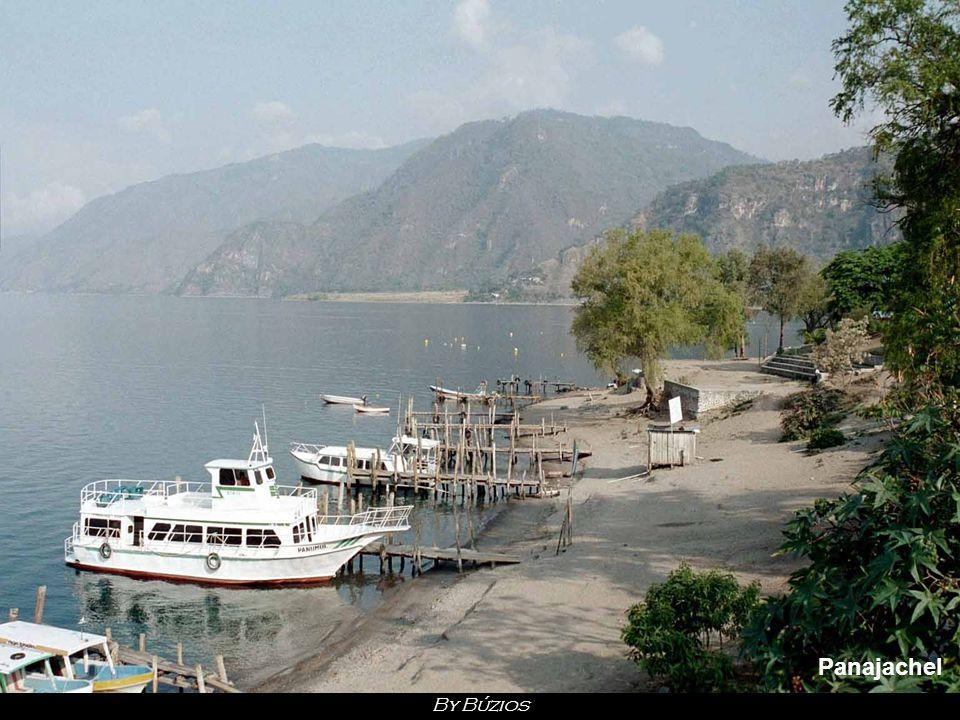 Atitlan Selon certains géologues, la formation du lac est due à l apparition, il y a 180 000 ans, d un volcan situé à l ouest de l actuelle dépression.