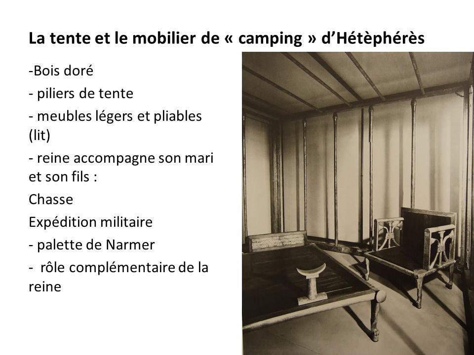 La tente et le mobilier de « camping » d'Hétèphérès -Bois doré - piliers de tente - meubles légers et pliables (lit) - reine accompagne son mari et so