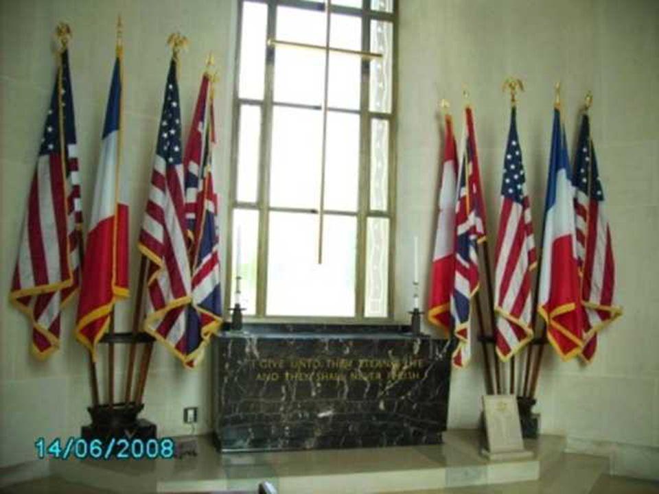 Près de l entrée du cimetière, un mémorial rappelle également les noms de milliers de soldats portés disparus et qui n ont pas eu de sépulture.