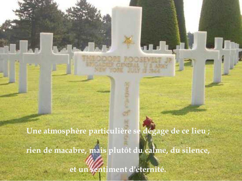Le cimetière est situé à quelques centaines de mètres de la très meurtrière plage d Omaha Beach.