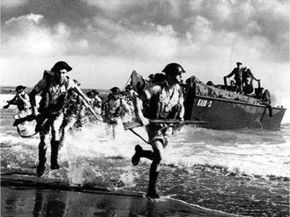 Prise sous le feu des mitrailleuses allemandes, la première vague américaine est littéralement laminée...