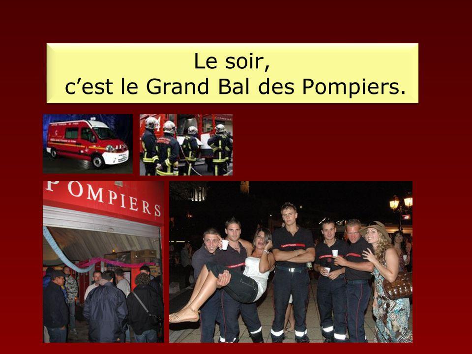 Le soir, c'est le Grand Bal des Pompiers.