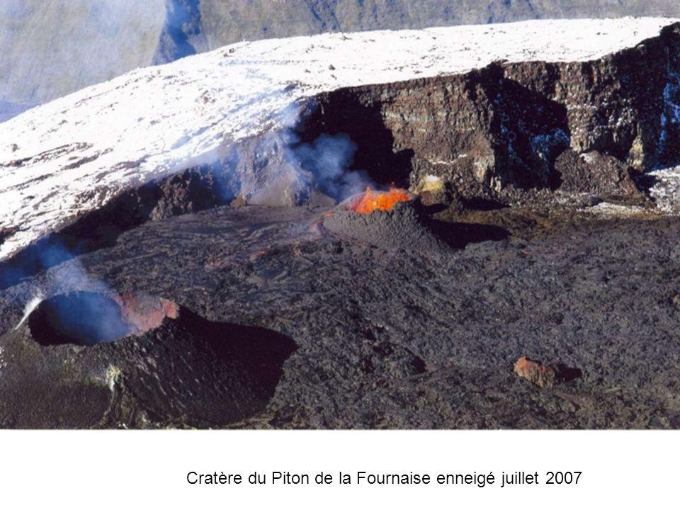 Dans l'envlos du volcan