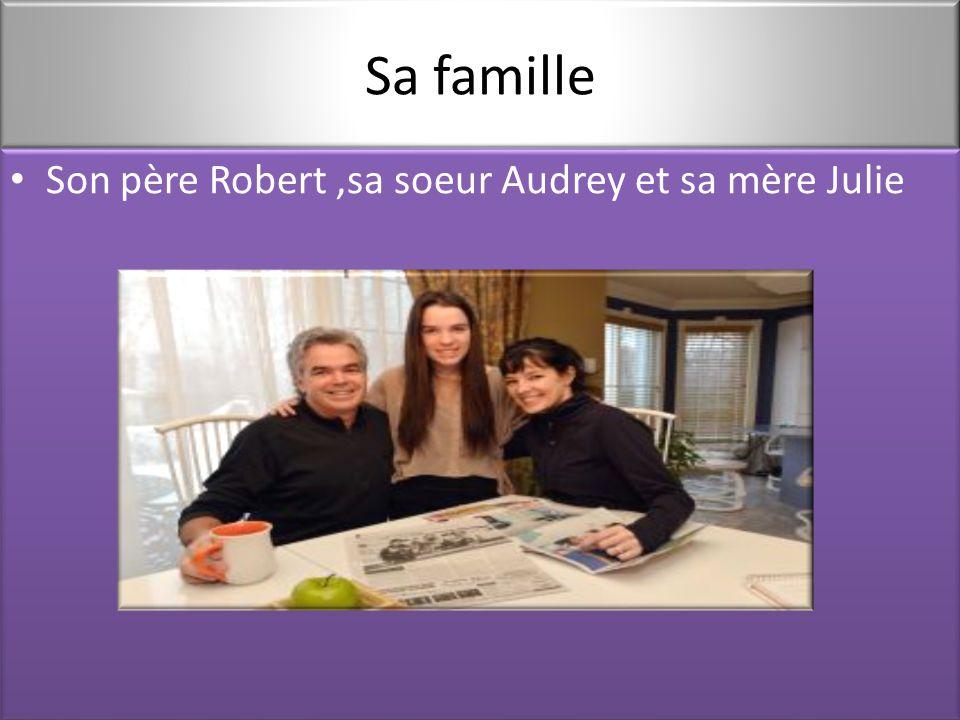 Sa famille Son père Robert,sa soeur Audrey et sa mère Julie Son père Robert,sa soeur Audrey et sa mère Julie