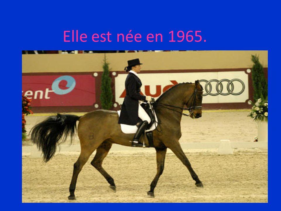 Le domaine dans lequel elle s'est spécialisée, c'est l'équitation.