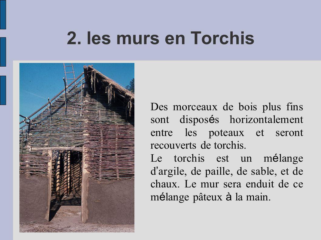 2. les murs en Torchis Des morceaux de bois plus fins sont dispos é s horizontalement entre les poteaux et seront recouverts de torchis. Le torchis es