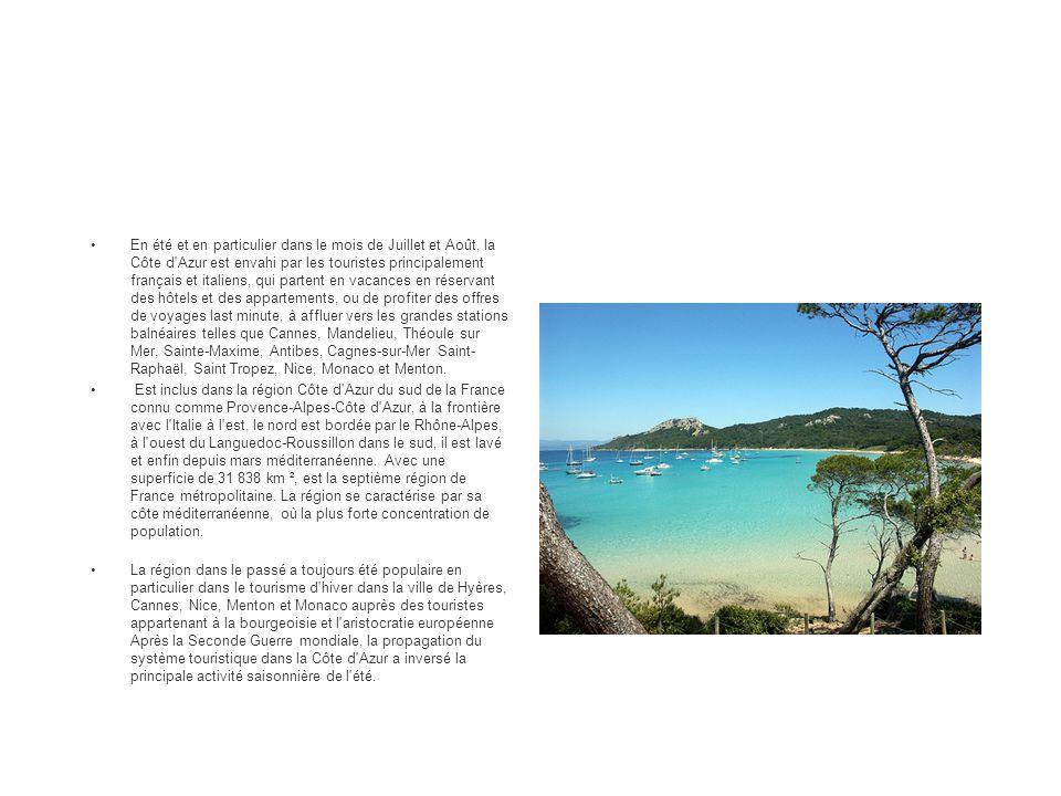 En été et en particulier dans le mois de Juillet et Août, la Côte d'Azur est envahi par les touristes principalement français et italiens, qui partent