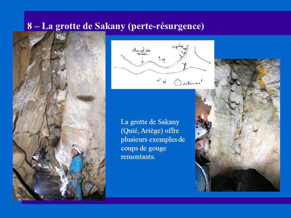 8 – La grotte de Sakany (perte-résurgence) La grotte de Sakany (Quié, Ariège) offre plusieurs exemples de coups de gouge remontants.