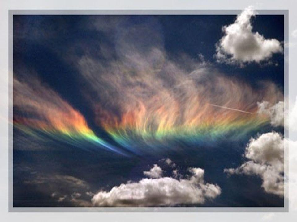 Dans la mythologie grecque, ce chemin entre ciel et terre a été créé par la messagère (Iris ) dont on retrouve trace dans le terme espagnol : « arco iris ».
