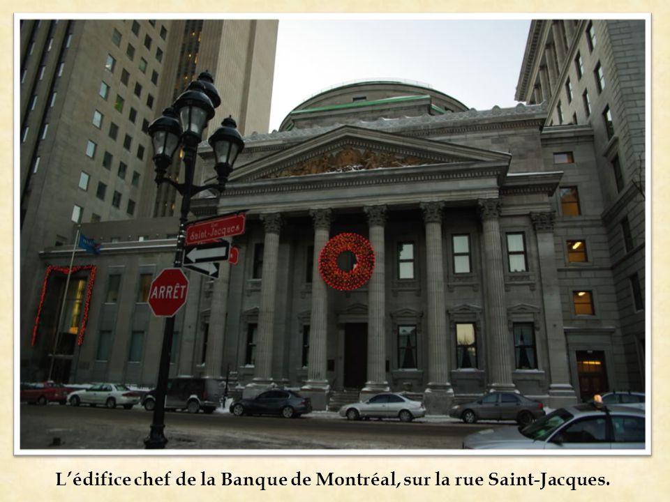 L'édifice chef de la Banque de Montréal, sur la rue Saint-Jacques.