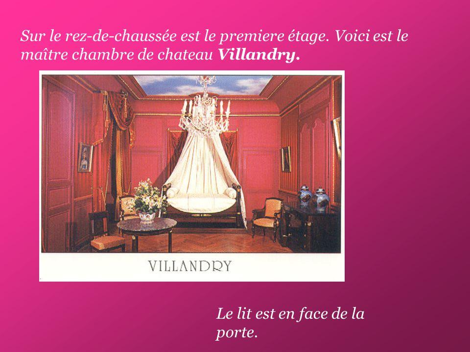 Sur le rez-de-chaussée est le premiere étage. Voici est le maître chambre de chateau Villandry.