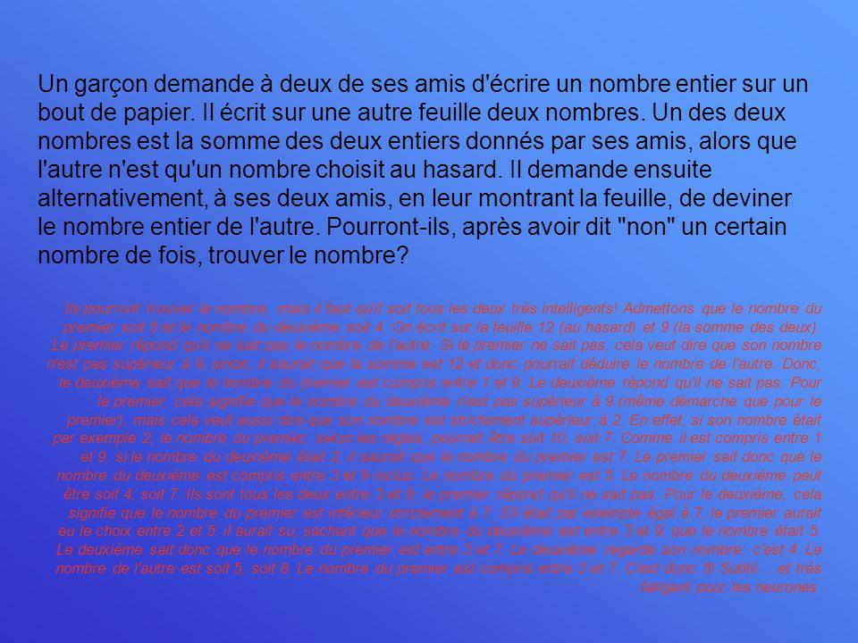 Un garçon demande à deux de ses amis d'écrire un nombre entier sur un bout de papier. Il écrit sur une autre feuille deux nombres. Un des deux nombres