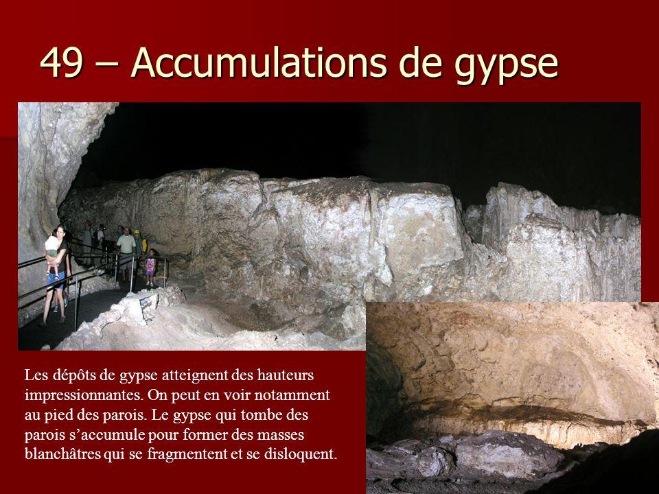 49 – Accumulations de gypse Les dépôts de gypse atteignent des hauteurs impressionnantes. On peut en voir notamment au pied des parois. Le gypse qui t