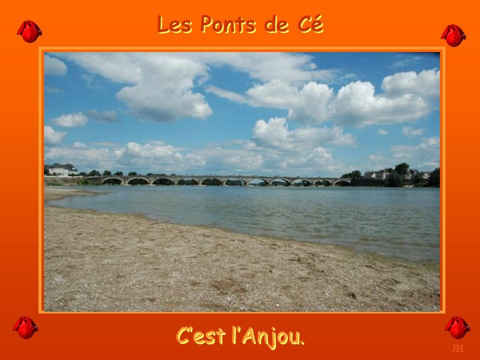 Le Pont de Gennes et bras de Loire à sec. JH Gennes