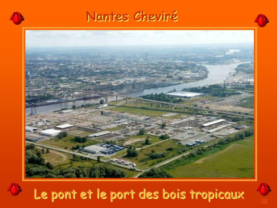 Importations de bois tropicaux à Cheviré. JH Nantes Cheviré