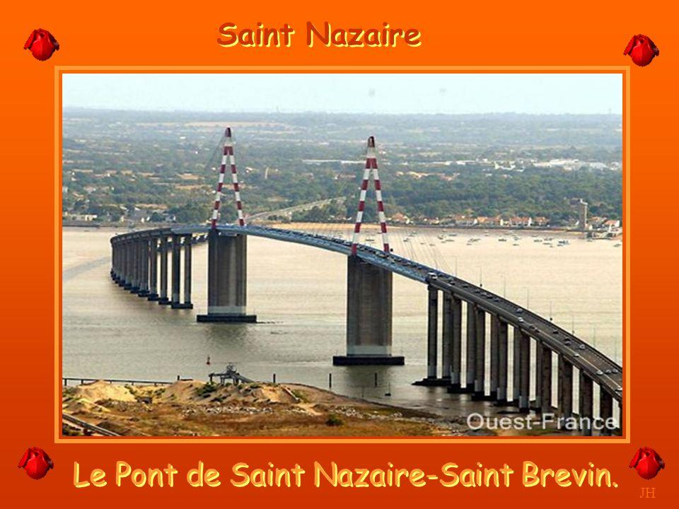 Déchargement de Containers et voitures. JH Port Atlantique, Saint Nazaire