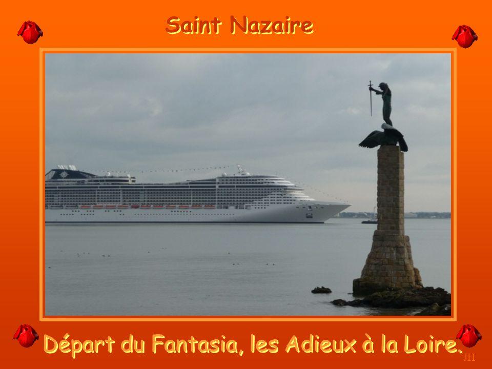 L'entrée du port et la ville. JH Saint Nazaire