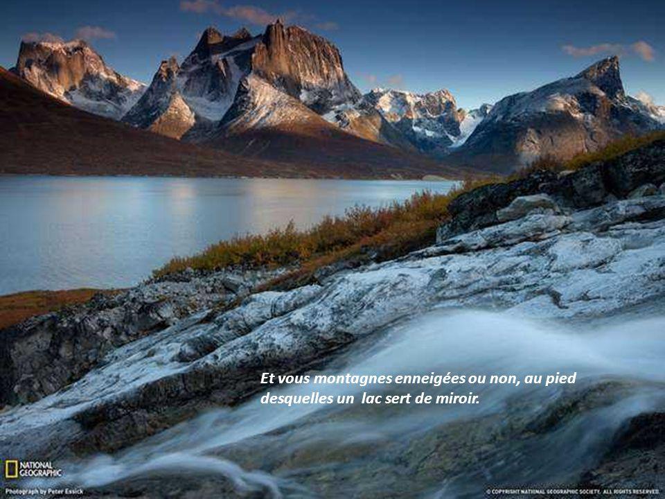 Beautés cachées des montagnes aux vallées profondes et inaccessibles, et paysage imaginaire tant les couleurs semblent irréelles.