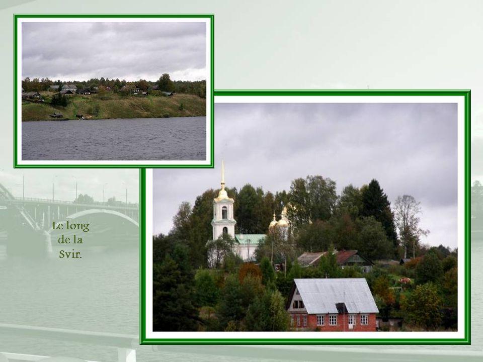 Petites églises en bois laissé au naturel, comme à Kiji…