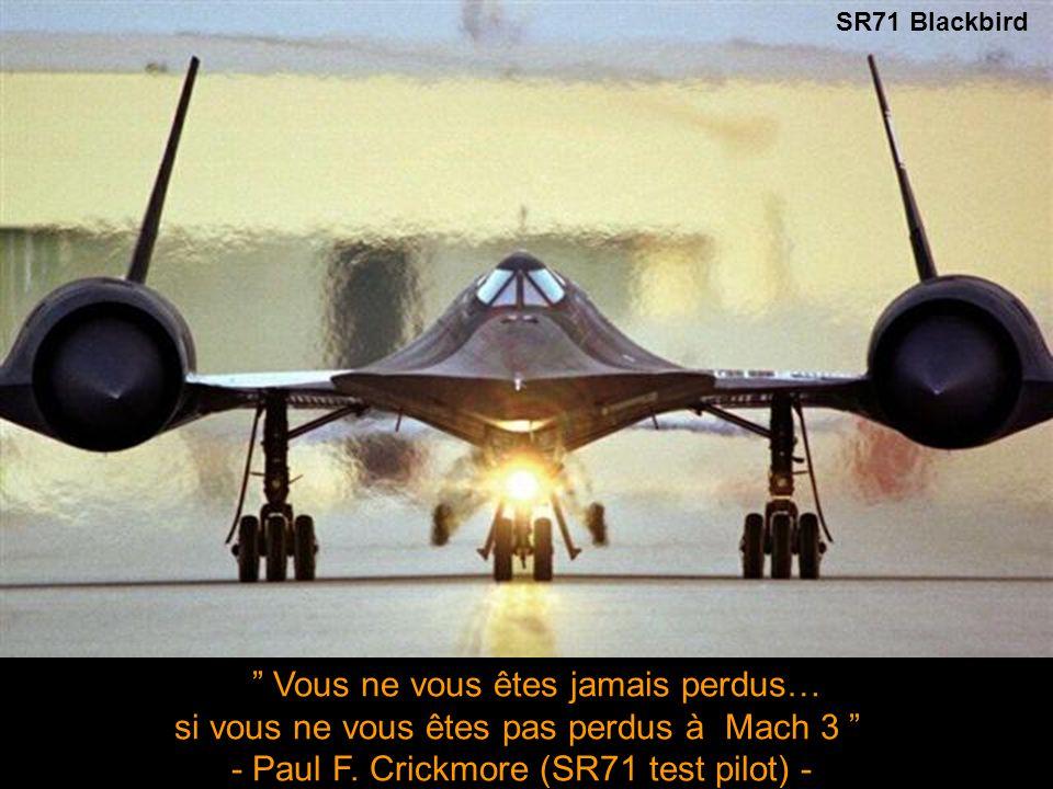 RAF Harrier Jump Jet Tous les gens veulent la paix… et ils feront les guerres les plus meurtrières pour l'avoir - Miles Kington -