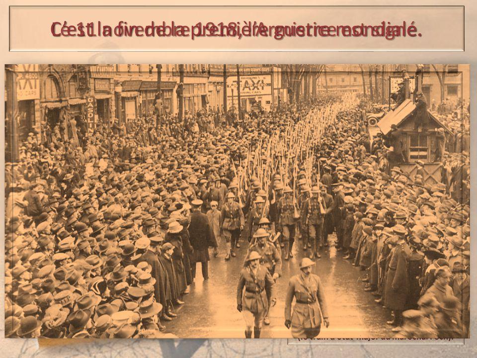 à la sortie du « wagon de l'armistice » (le train d'état-major du maréchal Foch). Le 11 novembre 1918, l'Armistice est signé. C'est la fin de la premi