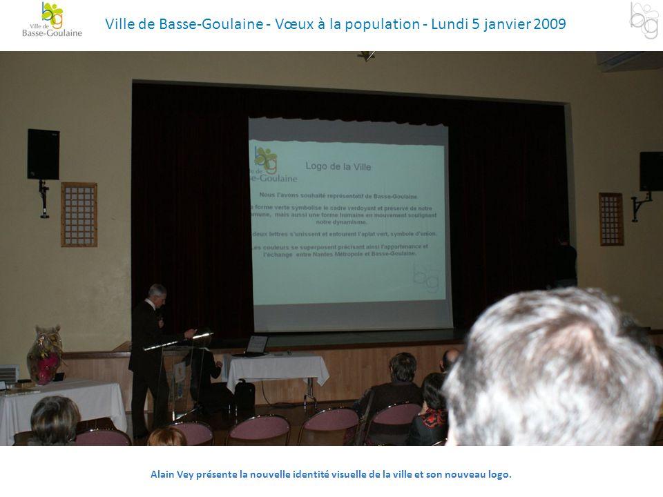 Alain Vey présente la nouvelle identité visuelle de la ville et son nouveau logo. Ville de Basse-Goulaine - Vœux à la population - Lundi 5 janvier 200