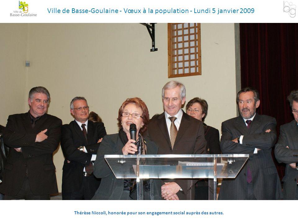 Thérèse Niccoli, honorée pour son engagement social auprès des autres. Ville de Basse-Goulaine - Vœux à la population - Lundi 5 janvier 2009