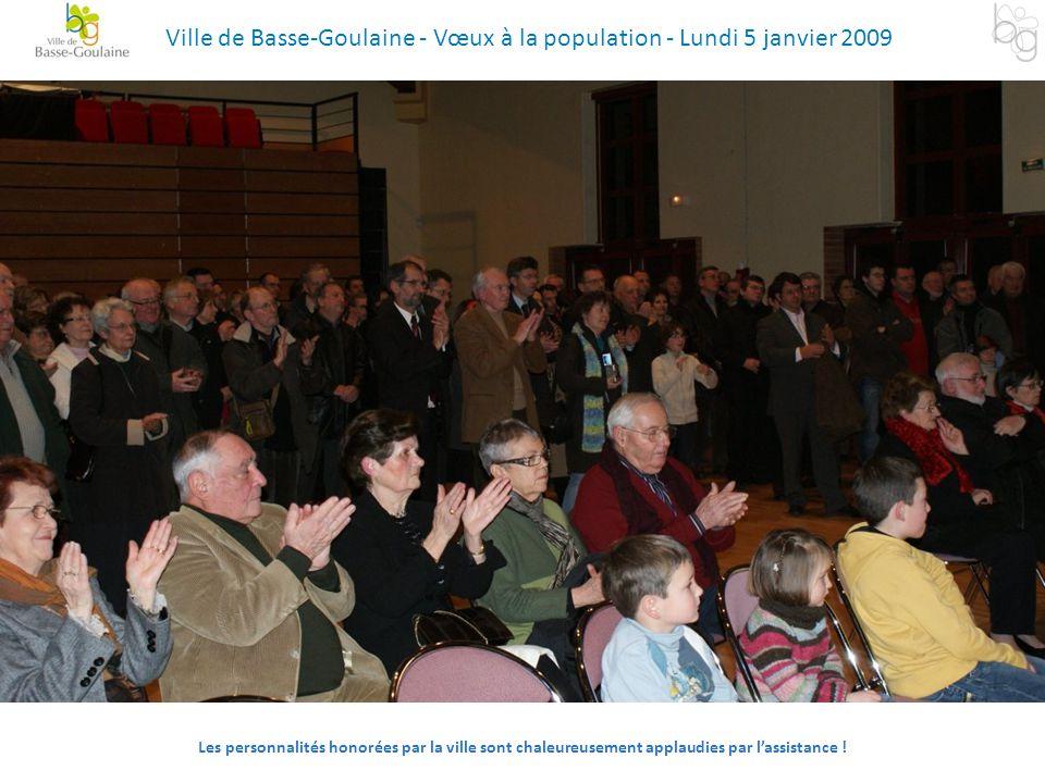 Les personnalités honorées par la ville sont chaleureusement applaudies par l'assistance ! Ville de Basse-Goulaine - Vœux à la population - Lundi 5 ja