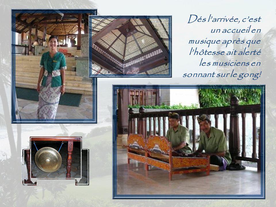 Le Méridien Nirvana Golf & Spa Resort est un merveilleux hôtel de 278 chambres et 12 villas, qui s'étale dans une immense propriété le long de l'Océan indien, face au romantique temple de Tanah Lot dédié aux esprits de la mer, majestueux sur son petit rocher et isolé à marais haute.