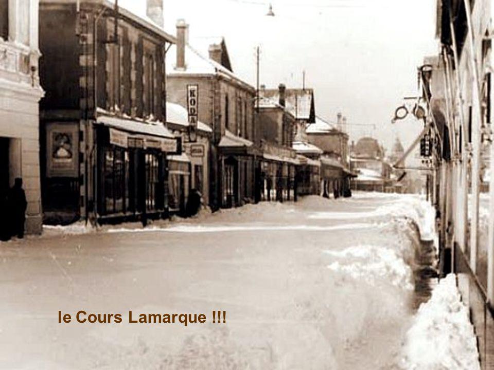 Les rues ne sont que de vastes étendues blanches... Ici Boulevard de la Plage...