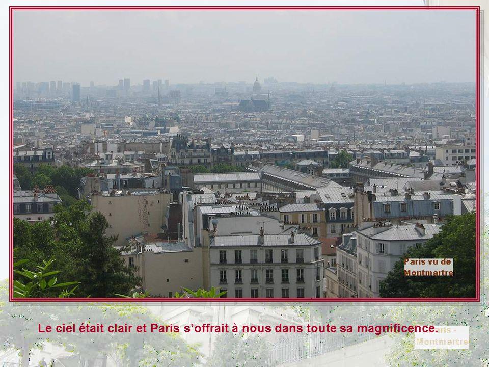 Mais nous étions montées pour faire du tourisme, pas de l'histoire, et admirer Paris du haut de la Butte Montmartre. Et nous n'avons pas été déçues !
