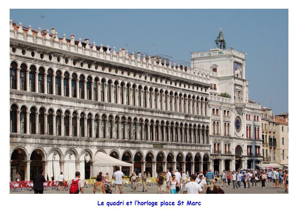 Le quadri et l'horloge place St Marc