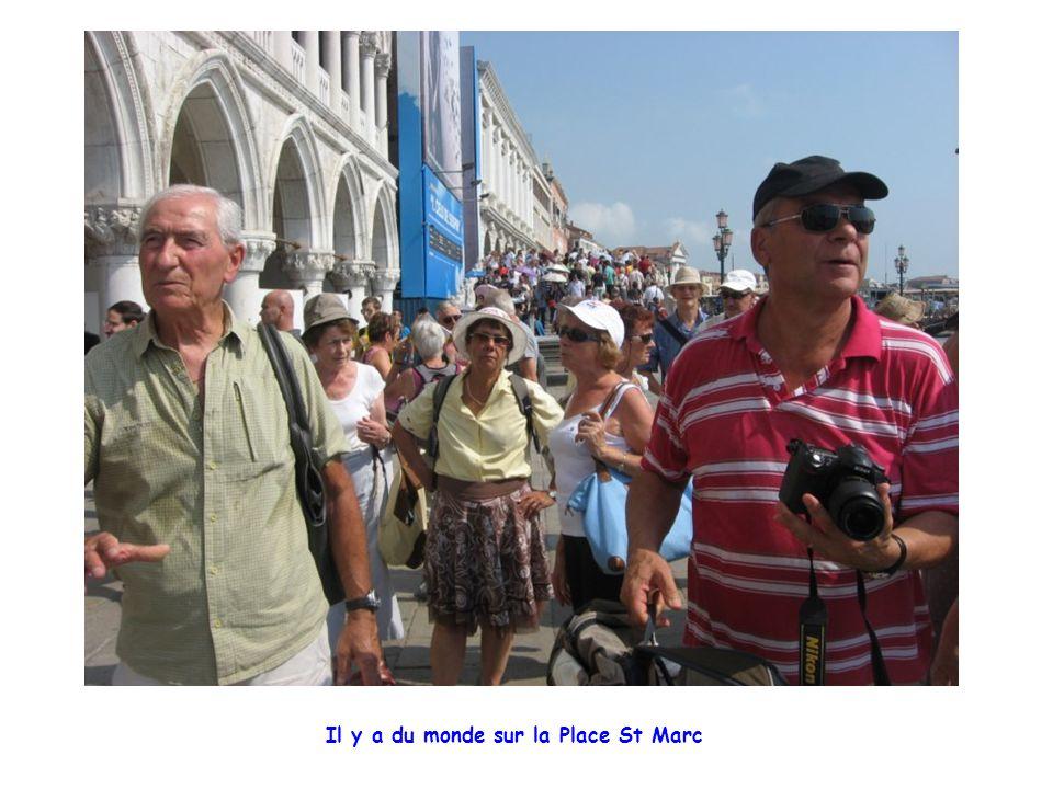 Il y a du monde sur la Place St Marc