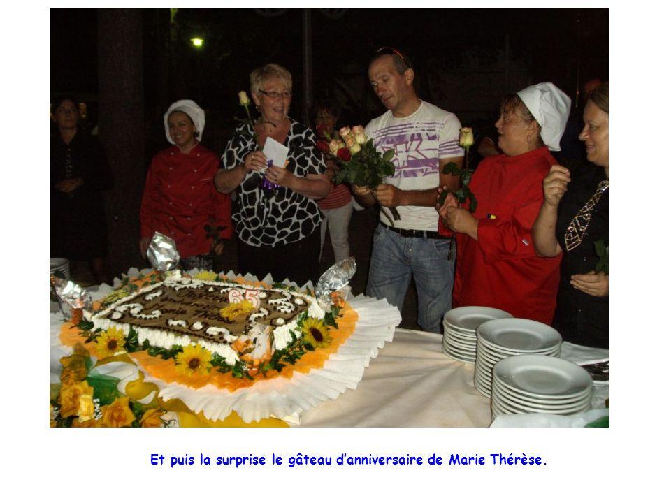 Et puis la surprise le gâteau d'anniversaire de Marie Thérèse.