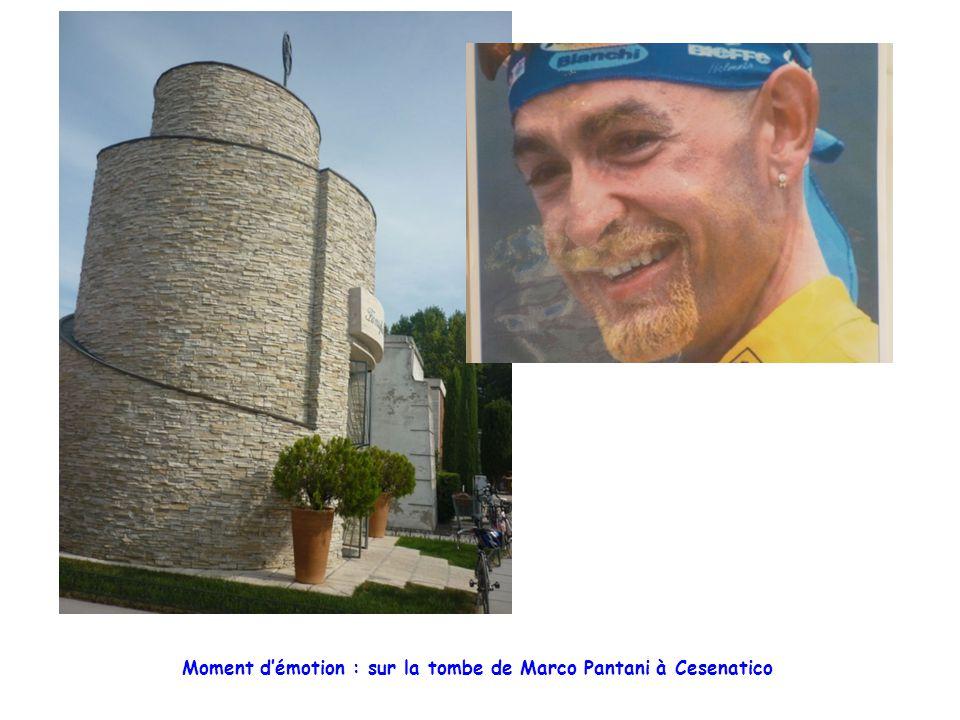 Moment d'émotion : sur la tombe de Marco Pantani à Cesenatico