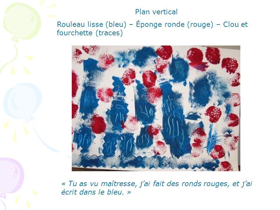 Plan vertical Rouleau lisse et rouleaux empreintes – Fourchette (traces) « J'ai fait « autour » » Après avoir terminé, l'élève dit à la maîtresse :