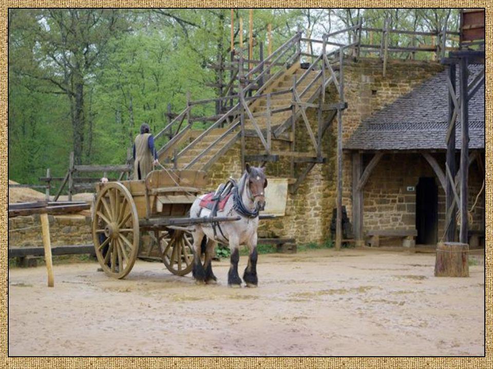 Le transport. Les charretiers et leurs chevaux assurent le chevaux assurent le transport de pierres et les transport de pierres et les débardages en f