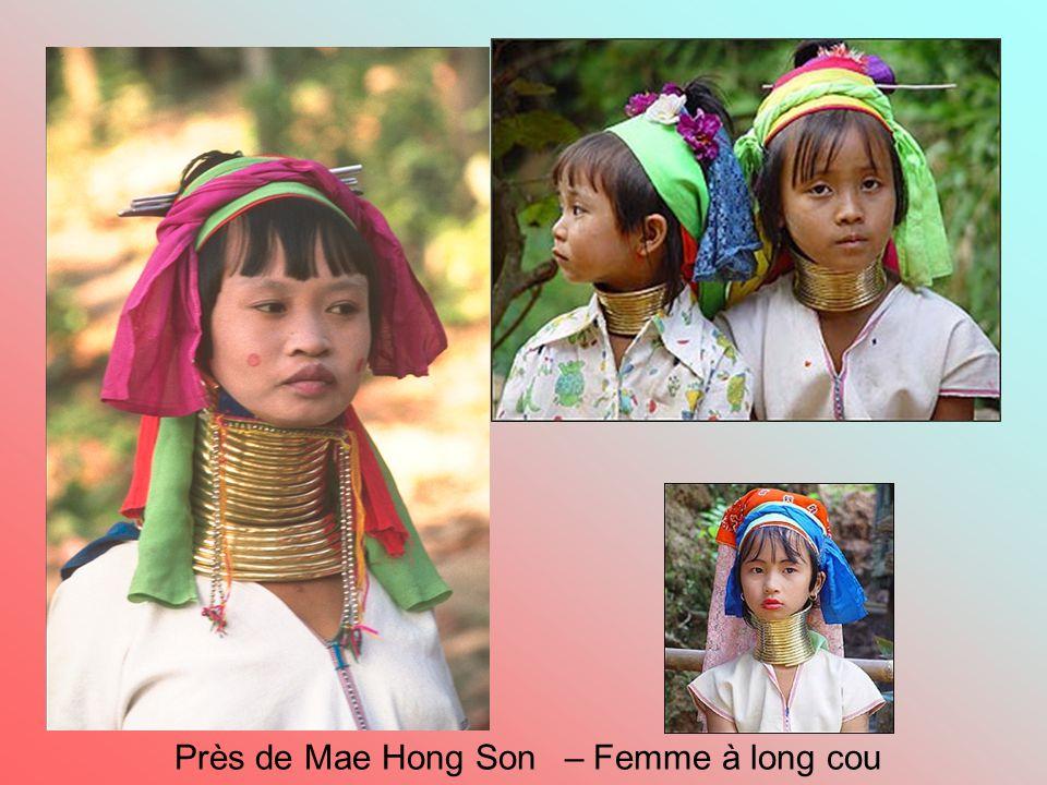 Près de Mae Hong Son – Femme à long cou