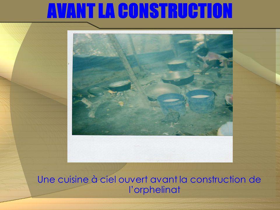 AVANT LA CONSTRUCTION Une cuisine à ciel ouvert avant la construction de l'orphelinat